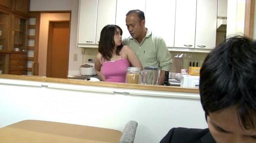 義父が堪らず接吻したくなる息子の巨乳嫁 篠原杏 (2)